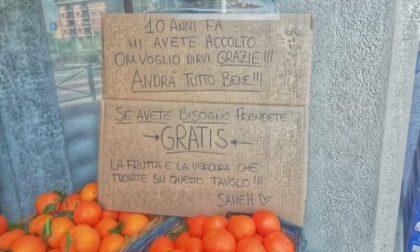 Frutta e verdura gratis a chi ha bisogno: «10 anni fa mi avete accolto, ora vi dico grazie»