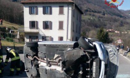 Automobile si ribalta a Strozza. Interviene l'elisoccorso, è grave un cliclista