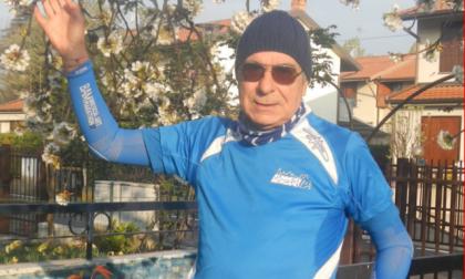 Fausto di Treviolo corre le mezze maratone in giardino. E così raccoglie fondi
