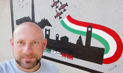 Covid 19, Marco Piscopo dipinge la solidarietà sul muro di casa