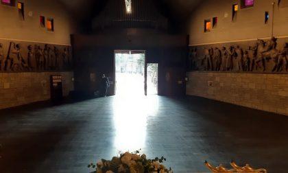 Niente più bare nella chiesa del cimitero di Bergamo: la foto che dà un po' di speranza