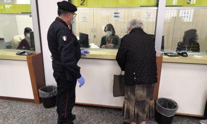 Anziana deve andare in posta a prelevare, la accompagnano i carabinieri