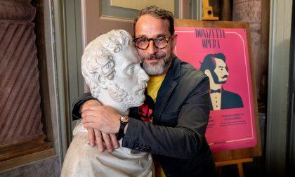 """""""Gran gala sul sofà"""": spettacolo di Micheli e Frizza su Donizetti e Bergamo"""