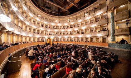 Il pubblico vicino al Donizetti: «C'è chi rifiuta i rimborsi»