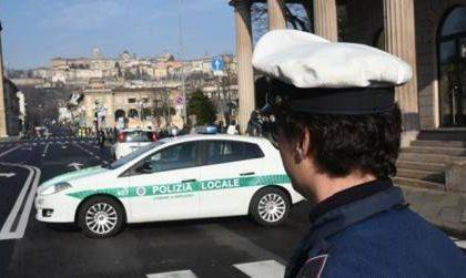 Violento scontro tra auto e moto in Porta Nuova, due persone ferite e traffico in tilt