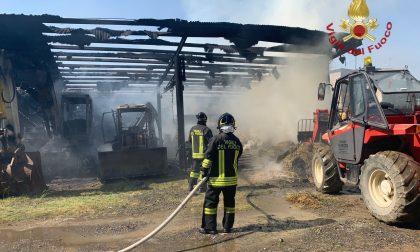 Incendio in un fienile a Bolgare, le foto dell'intervento dei Vigili del Fuoco