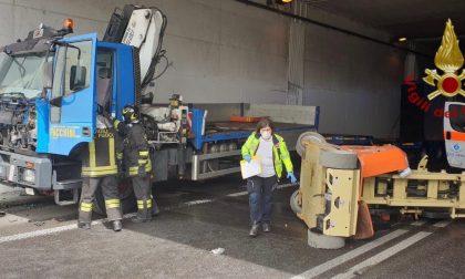 Incidente tra due camion sulla Briantea. Tre feriti e traffico interrotto per due ore
