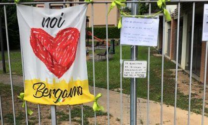 Qualche incivile si è portato via la cesta solidale messa da tre amiche in via Sempione