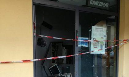 Botto nella notte a Dalmine, ladri fanno esplodere un bancomat e scappano coi soldi