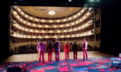 Attori, registi, spettatori e tecnici raccontano le emozioni vissute a teatro