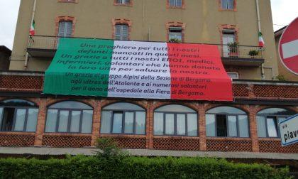 Un enorme grazie Tricolore: Leffe ricorda i defunti e saluta gli eroi della pandemia