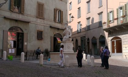 La Fontana del Delfino in via Pignolo è stata restaurata: le immagini del suo splendore