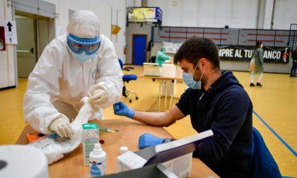 È polemica sui 50mila test sierologici gratuiti per i bergamaschi: «Esclusi gli over64»