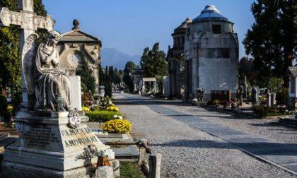Giorni di Ognissanti e dei Defunti al cimitero, orario prolungato e flussi differenziati