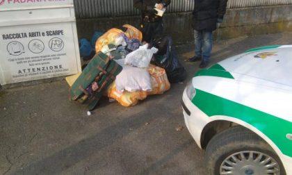 """Nemmeno le scimmie abbandonano in giro i rifiuti: la """"guerra"""" di Covo agli incivili"""