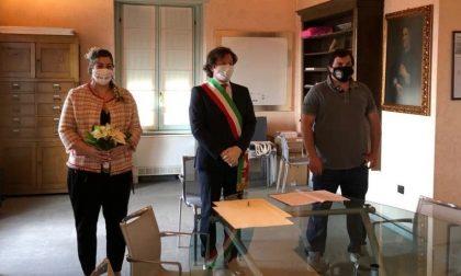Ilaria e Omar di Osio Sotto: «Abbassi la mascherina, può baciare la sposa»