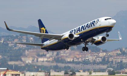 Niente gratuità per i posti vicini ai bimbi e ai disabili: multa di 35 mila euro a Ryanair