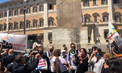 Flash mob dei parlamentari (Gallone in testa) in difesa delle scuole paritarie