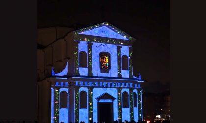 Luci e memoria, sulla chiesa di Cene si proiettano le immagini dei defunti