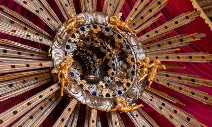 L'inedito Corpus Domini di Gandino: niente processione, ma si accende la Raggiera del Triduo