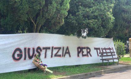 A Nembro due striscioni appesi dai giovani per chiedere «giustizia per tutti»