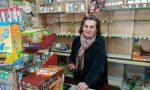 A Dalmine l'edicolante Leonilda saluta dopo 30 anni: «Tanti sacrifici, ma quanta amicizia»