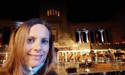 La bibliotecaria di Grassobbio che, incinta di sette mesi, ha cantato per le vittime Covid