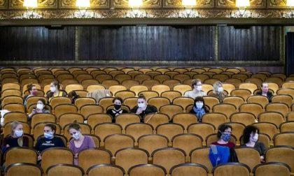 Ecco come sarà tornare al cinema o a teatro da lunedì (ci si potrà togliere la mascherina)