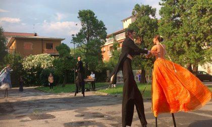 Lo spettacolo riparte dai cortili: prima uscita a Longuelo