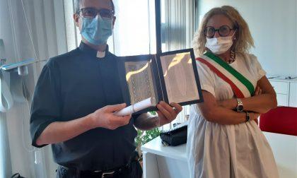 """Alzano, mascherine """"al valore"""" per don Daniele Bravo e i volontari della Croce rossa"""