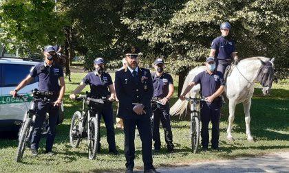 Volontari a cavallo e poliziotti in bici per sorvegliare la ciclabile della Val Seriana