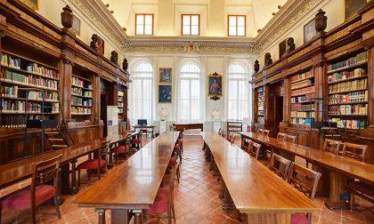 Donati alla Biblioteca Mai dieci faldoni per il fondo «Luigi Angelini»