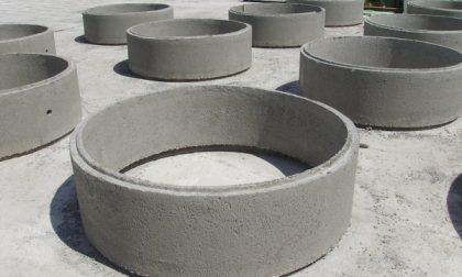 Colpito da anelli in cemento. Grave un operaio in un cantiere a Pedrengo