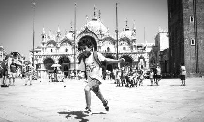 La felicità nei sorrisi e negli sguardi dei bambini del Cre di Nembro in gita a Venezia