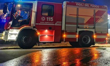 Minaccia di darsi fuoco in piazza a Calusco d'Adda: 52enne salvato dai Vigili del Fuoco