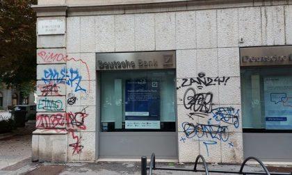 Degrado e graffiti lungo viale Papa Giovanni, la lettera di un cittadino a Gori