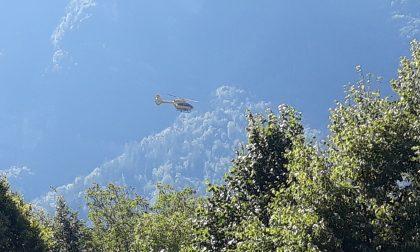Grave incidente in Val Brembana: donna investita in bici, è grave