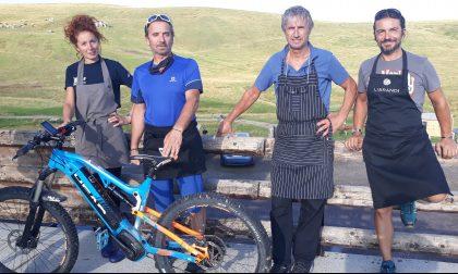 «Piccolo è il massimo»: al Rifugio Monte Avaro nuova gestione family (e c'è pure la fiaccola olimpica)