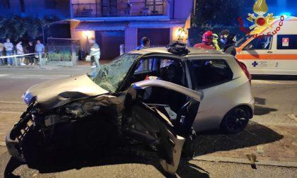 Schianto tra due automobili: feriti due ragazzi di 25 e 19 anni