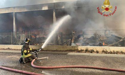 Al via le opere di demolizione del capannone bruciato a Costa di Mezzate
