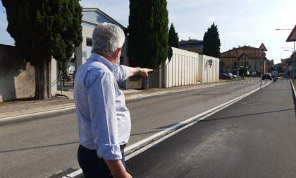 A Grumello del Piano un nuovo marciapiede, attraversamento pedonale e fermata per gli autobus