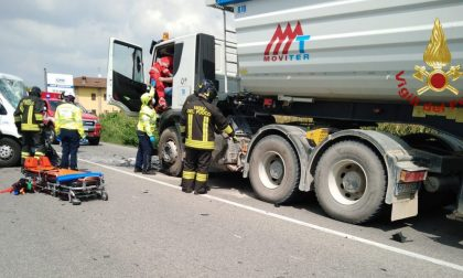 Schianto tra camion e furgoncino a Cavernago: morto un uomo