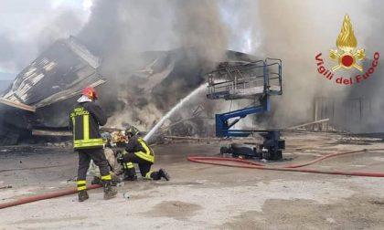 Dopo il rogo la conta dei danni, a Leffe fumo e macerie. Da salvare 50 posti di lavoro