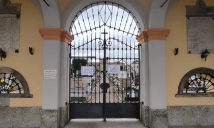 Vandali in azione al cimitero di Fornovo: furti, tombe profanate e fotografie imbrattate