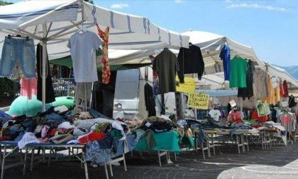 """Ambulanti in piazza per chiedere la """"riapertura"""" dei mercati: presidio in piazzale Alpini"""