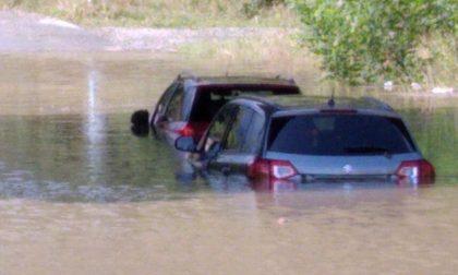 Maltempo, due auto bloccate in un sottopasso allagato a Pianico