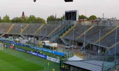 Gewiss Stadium, in Curva Morosini via tutte le tribunette metalliche e dentro (presto) i seggiolini