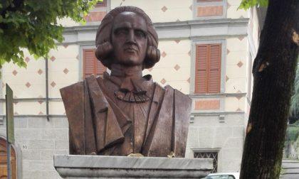 La Lega: «Ma che fine ha fatto il busto di Giacomo Carrara davanti all'Accademia?»