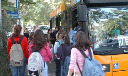 Autobus e scuola, la preoccupazione di autisti e Cgil: «Capienza all'80%? Un liberi tutti»