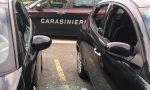 Rompe i finestrini di dieci auto parcheggiate: arrestato a Curno un ladro di 30 anni